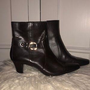 EUC Anne Klein Akgreta brown leather booties